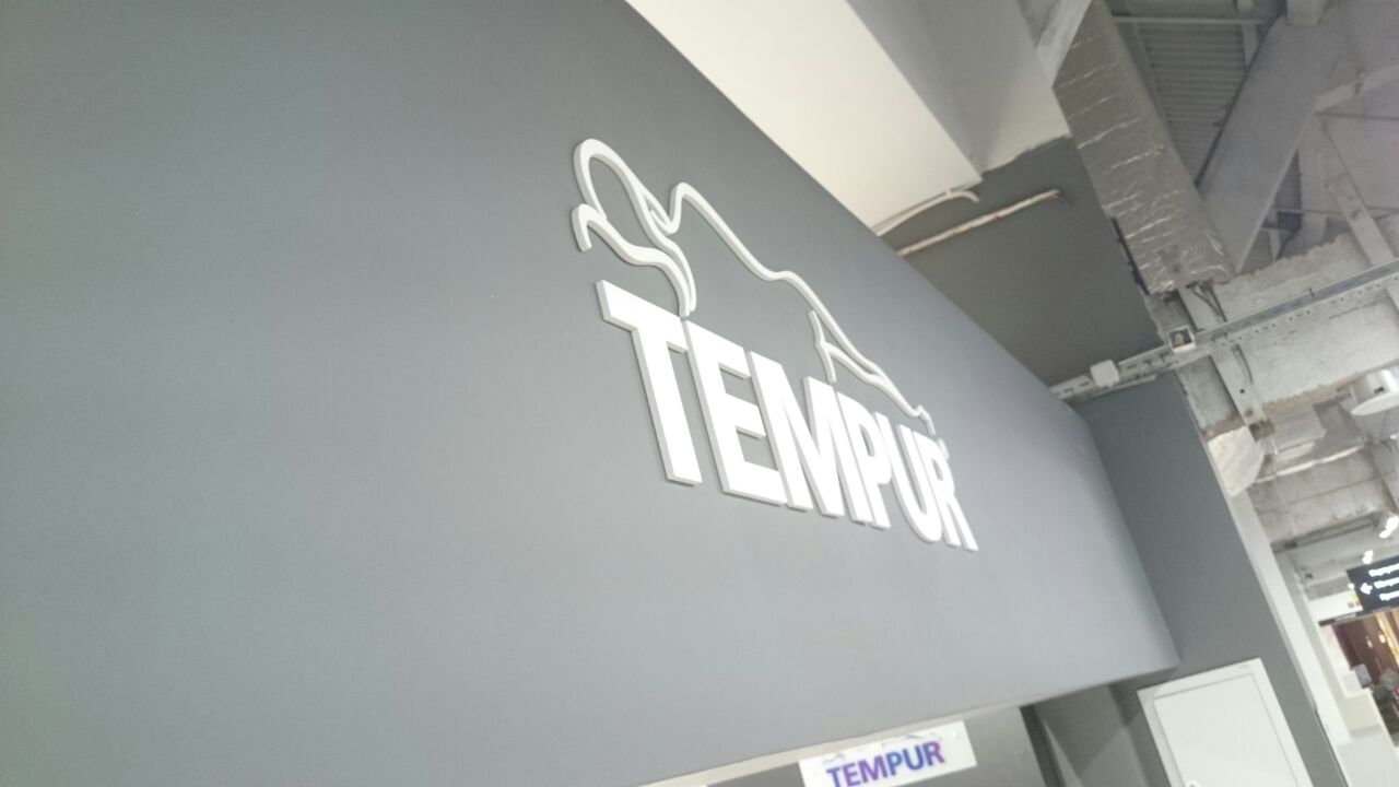 Монтаж магазина TEMPUR в ТЦ ROOMER